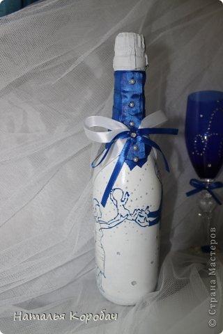 Представляю Вам на обозрение набор, который я сделала по заказу сестры ...Дизайн выбран по ее желанию, с некоторыми моими поправками)) Состав - две бутылки, два бокала и свеча для семейного очага. фото 2