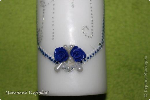 Представляю Вам на обозрение набор, который я сделала по заказу сестры ...Дизайн выбран по ее желанию, с некоторыми моими поправками)) Состав - две бутылки, два бокала и свеча для семейного очага. фото 9