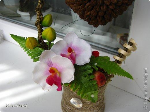 Немного перемудрила.С орхидеями трудно совмещать листочки и другие цветы. фото 3