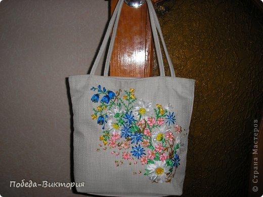 """Добрый день, дорогие мастерицы! Богата наша щедрая украинская земля полевыми цветами! Так и хочется их где-то запечатлеть: в картинах, в вышивке блузок, сумок. Поэтому, продолжение """"сумкомании""""...  Закончила очередную летнюю сумку, которую подарю хорошей приятельнице! фото 2"""