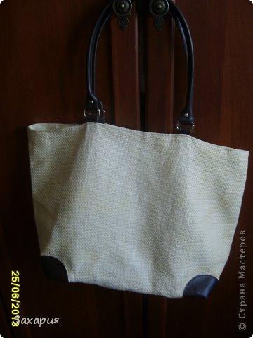 Перебирала свои сумки ( а у меня их до безобразия много))))) пляжных в т.ч.)) и вот хотела от этой сумки избавится, какая-то она страшная стала, выцвела выгорела....И тут меня осенило, просто  немножнко преобразить ее... фото 3