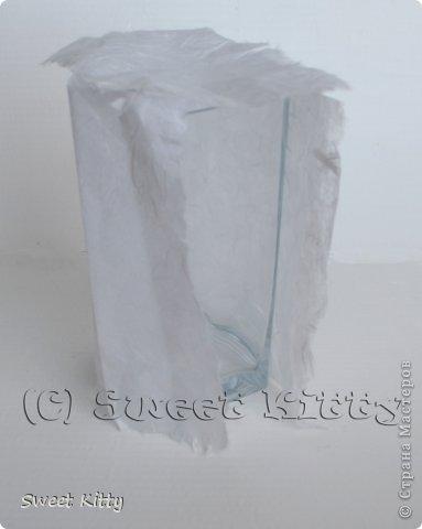 """Всем доброго утра! Предлагаю вместе со мной попробовать задекорировать обычную, ничем не примечательную стеклянную вазу из ИКЕА рисовой бумагой, создать объемный меандр и придать нашему изделию греческий шик. Но сначала немного о том, что такое меандр и с чем его едят. МЕА́НДР (греч. maiandros, лат. meander; meatus — """"движение, течение, круговорот"""") — в античном искусстве — мотив орнамента геометрического стиля, образуемый ломаной под прямым углом линией либо спиральными завитками. По одной из версий, элемент этого орнамента происходит от изображения капкана, охотничьей ловушки для зверя. На этом основании меандр считают разновидностью лабиринта. И я предлагаю побродить со мной в этом лабиринте греческого искусства, где сочетаются простейшие геометрические формы и изысканные и сложнейшие в исполнении статуи богов, с анатомической точностью передающие каждую деталь, каждый изгиб тела. фото 3"""