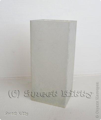 """Всем доброго утра! Предлагаю вместе со мной попробовать задекорировать обычную, ничем не примечательную стеклянную вазу из ИКЕА рисовой бумагой, создать объемный меандр и придать нашему изделию греческий шик. Но сначала немного о том, что такое меандр и с чем его едят. МЕА́НДР (греч. maiandros, лат. meander; meatus — """"движение, течение, круговорот"""") — в античном искусстве — мотив орнамента геометрического стиля, образуемый ломаной под прямым углом линией либо спиральными завитками. По одной из версий, элемент этого орнамента происходит от изображения капкана, охотничьей ловушки для зверя. На этом основании меандр считают разновидностью лабиринта. И я предлагаю побродить со мной в этом лабиринте греческого искусства, где сочетаются простейшие геометрические формы и изысканные и сложнейшие в исполнении статуи богов, с анатомической точностью передающие каждую деталь, каждый изгиб тела. фото 6"""