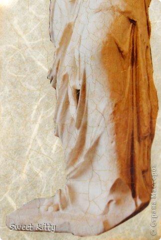 """Всем доброго утра! Предлагаю вместе со мной попробовать задекорировать обычную, ничем не примечательную стеклянную вазу из ИКЕА рисовой бумагой, создать объемный меандр и придать нашему изделию греческий шик. Но сначала немного о том, что такое меандр и с чем его едят. МЕА́НДР (греч. maiandros, лат. meander; meatus — """"движение, течение, круговорот"""") — в античном искусстве — мотив орнамента геометрического стиля, образуемый ломаной под прямым углом линией либо спиральными завитками. По одной из версий, элемент этого орнамента происходит от изображения капкана, охотничьей ловушки для зверя. На этом основании меандр считают разновидностью лабиринта. И я предлагаю побродить со мной в этом лабиринте греческого искусства, где сочетаются простейшие геометрические формы и изысканные и сложнейшие в исполнении статуи богов, с анатомической точностью передающие каждую деталь, каждый изгиб тела. фото 18"""