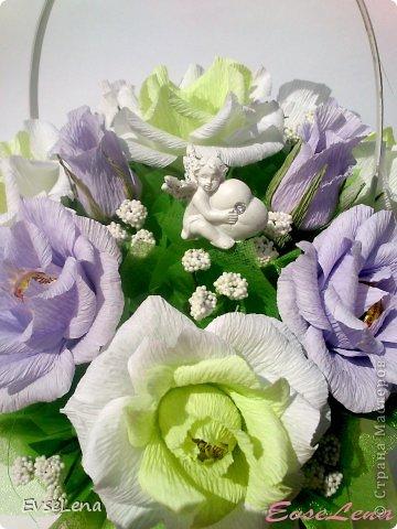 Здравствуйте! Нынче я к Вам с очередной корзинкой с розами (их часто заказывают!) Это был заказ на свадьбу! Приятного просмотра!   Что шепчут розы по утру, Проснувшись утренней порою? Благодарят свою судьбу, И состояние покоя?  За красоту мы любим розы, Их дивный запах, аромат За радость, что приносят людям, Им дарят, мимолетный взгляд! Автор О.Есин фото 4