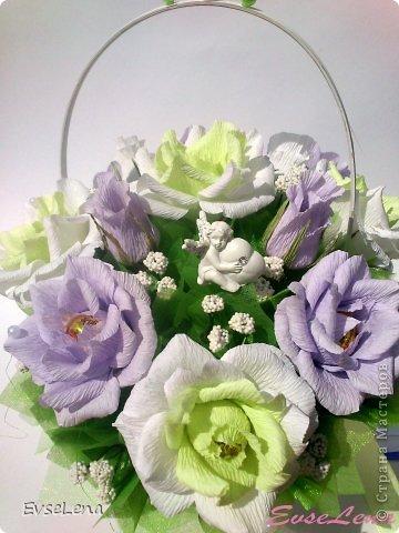 Здравствуйте! Нынче я к Вам с очередной корзинкой с розами (их часто заказывают!) Это был заказ на свадьбу! Приятного просмотра!   Что шепчут розы по утру, Проснувшись утренней порою? Благодарят свою судьбу, И состояние покоя?  За красоту мы любим розы, Их дивный запах, аромат За радость, что приносят людям, Им дарят, мимолетный взгляд! Автор О.Есин фото 2