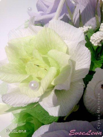Здравствуйте! Нынче я к Вам с очередной корзинкой с розами (их часто заказывают!) Это был заказ на свадьбу! Приятного просмотра!   Что шепчут розы по утру, Проснувшись утренней порою? Благодарят свою судьбу, И состояние покоя?  За красоту мы любим розы, Их дивный запах, аромат За радость, что приносят людям, Им дарят, мимолетный взгляд! Автор О.Есин фото 5