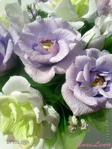 Здравствуйте! Нынче я к Вам с очередной корзинкой с розами (их часто заказывают!) Это был заказ на свадьбу! Приятного просмотра!   Что шепчут розы по утру, Проснувшись утренней порою? Благодарят свою судьбу, И состояние покоя?  За красоту мы любим розы, Их дивный запах, аромат За радость, что приносят людям, Им дарят, мимолетный взгляд! Автор О.Есин фото 8