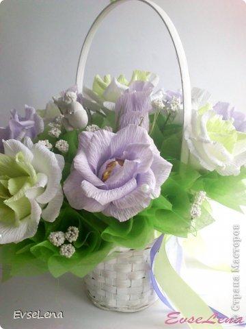 Здравствуйте! Нынче я к Вам с очередной корзинкой с розами (их часто заказывают!) Это был заказ на свадьбу! Приятного просмотра!   Что шепчут розы по утру, Проснувшись утренней порою? Благодарят свою судьбу, И состояние покоя?  За красоту мы любим розы, Их дивный запах, аромат За радость, что приносят людям, Им дарят, мимолетный взгляд! Автор О.Есин фото 3