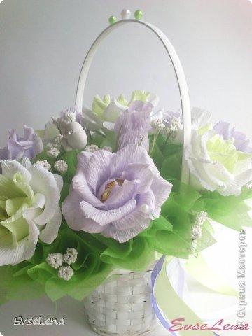 Здравствуйте! Нынче я к Вам с очередной корзинкой с розами (их часто заказывают!) Это был заказ на свадьбу! Приятного просмотра!   Что шепчут розы по утру, Проснувшись утренней порою? Благодарят свою судьбу, И состояние покоя?  За красоту мы любим розы, Их дивный запах, аромат За радость, что приносят людям, Им дарят, мимолетный взгляд! Автор О.Есин фото 6