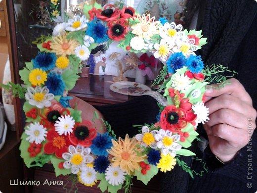 работа на конкурс. получила областную грамоту и работа ушла на Киев. все цветы приклеила на два модульных кольца разных размеров. фото 1
