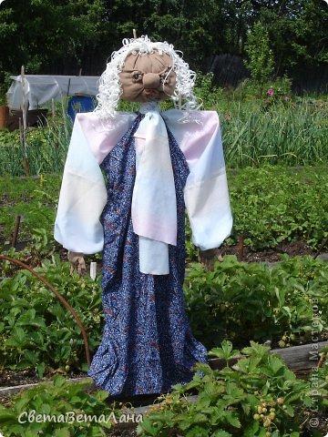 """.....доброе время суток Страна и ее Обитатели........ разрешите представить новую жительницу в нашем саду - Агропенушку(от Аграрий).........как-то в один из ближних вечеров пошли мы с мужем  в гости к соседушке, собралась компания , и как - то так получилось , что зашел разговор о поделках , о творчестве , о хенд-мейде........и одна девушка поспорила , что ну ни как невозможно создать за ночь что либо """"стоящее""""...... на что я ей ответила , что конечно ШЕДЕВР за ночь не создашь , но боле -менее что нибудь интересное  вполне можно..........  ...... так за одну ночь у меня родилась  Агропенушка....... а вот стоящая или нет , судить уже вам ( правда соседка сказала , что больше спорить со мной не будет....)............... фото 1"""
