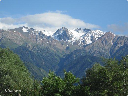 """Доброго времени суток, уважаемые жители и гости СМ! Хочу показать Вам наши снежные горы - Заилийский Алатау, северный склон Тянь-Шаня. Мы эту вершину называем """"Мексиканская шляпа"""". Правда похожа? И это все нам видно с нашего окна. Наши горы - наша гордость! фото 2"""