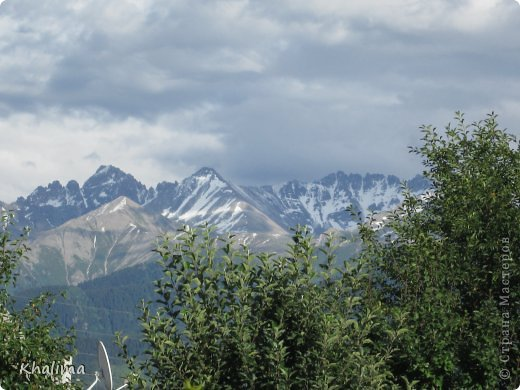 """Доброго времени суток, уважаемые жители и гости СМ! Хочу показать Вам наши снежные горы - Заилийский Алатау, северный склон Тянь-Шаня. Мы эту вершину называем """"Мексиканская шляпа"""". Правда похожа? И это все нам видно с нашего окна. Наши горы - наша гордость! фото 5"""