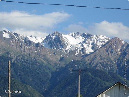 """Доброго времени суток, уважаемые жители и гости СМ! Хочу показать Вам наши снежные горы - Заилийский Алатау, северный склон Тянь-Шаня. Мы эту вершину называем """"Мексиканская шляпа"""". Правда похожа? И это все нам видно с нашего окна. Наши горы - наша гордость! фото 3"""