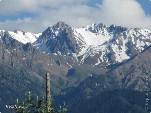 """Доброго времени суток, уважаемые жители и гости СМ! Хочу показать Вам наши снежные горы - Заилийский Алатау, северный склон Тянь-Шаня. Мы эту вершину называем """"Мексиканская шляпа"""". Правда похожа? И это все нам видно с нашего окна. Наши горы - наша гордость! фото 1"""