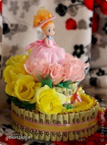 Скажу сразу, времени описывать все нет(т.к. маленькие дети....), всех, всех рада видеть! Заказали две корзинки с розами конфетными, по 15 розочек, одна с белыми, другая с красными, все просто, бери да плети. фото 6