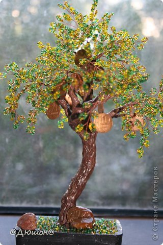 Добрый день!  Денежное деревце сплелось по мотивам..... см. выше автора skarabeya https://stranamasterov.ru/node/555693?t=2061. Очень мне нравятся ее работы. Выглянуло солнышко и я решила еще раз сфоткать деревце со слоником.... фото 3