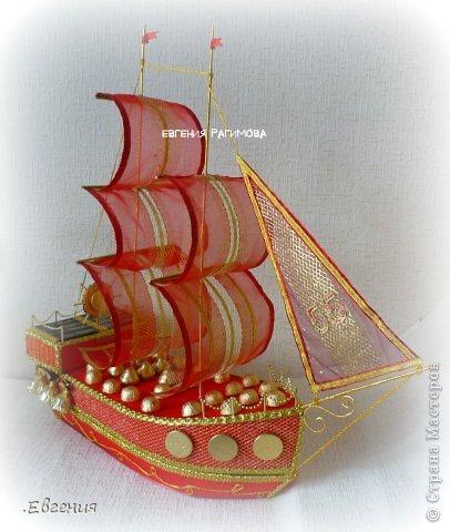 """...Ветра попутного парусу алому, ясного неба над головой Пусть все невзгоды, печали, тревоги в море уносит волной!.....  Здравствуйте дорогие мастерицы!!!!!!!Давно вынашивала идею изготовления корабля,но как-то не было подходящего случая,и вот я решилась-для дорогого папули смастерить корабль с презентом внутри,как никак ЮБИЛЕЙ!!!!!!! Налюбовавшись разнообразными кораблями в СМ и за её пределами начался творческий процесс.  Отдельно хотелось бы поблагодарить Леночку Коноплёву  https://stranamasterov.ru/node/582383 вдохновилась её кораблём """"Золотая мечта""""  , а идею спрятать презент во внутрь корабля позаимствовала у Натальи Устиновой (sovusha)   http://gallery.ru/watch?ph=bc5h-ekMwg  девочки,спасибо вам за великолепные работы!!!!!!!!!!!!! фото 1"""