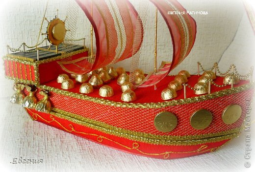 """...Ветра попутного парусу алому, ясного неба над головой Пусть все невзгоды, печали, тревоги в море уносит волной!.....  Здравствуйте дорогие мастерицы!!!!!!!Давно вынашивала идею изготовления корабля,но как-то не было подходящего случая,и вот я решилась-для дорогого папули смастерить корабль с презентом внутри,как никак ЮБИЛЕЙ!!!!!!! Налюбовавшись разнообразными кораблями в СМ и за её пределами начался творческий процесс.  Отдельно хотелось бы поблагодарить Леночку Коноплёву  https://stranamasterov.ru/node/582383 вдохновилась её кораблём """"Золотая мечта""""  , а идею спрятать презент во внутрь корабля позаимствовала у Натальи Устиновой (sovusha)   http://gallery.ru/watch?ph=bc5h-ekMwg  девочки,спасибо вам за великолепные работы!!!!!!!!!!!!! фото 7"""