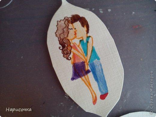 Привет всем ещё раз!Спейчас я хочу вам показать как можносделать такую открытку.Смотря какой рисунок её можно подарить на 8 марта, Валентинов День, можно на День поцелуев(который скоро будет), можно на День Матери, на День Рождения и т.п. фото 31
