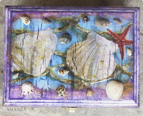 Всем Здравствуйте!!!посетило меня вдохновение,так я пользуясь случаем немножко подарочков сделала! шкатулка деревянная,салфетки с ракушками,украшала ракушками,3Д гелем и блестками.очень хотелось сделать напоминание о море. фото 1