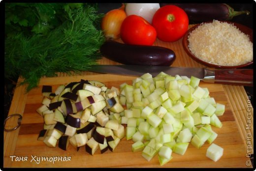 Тортилья - испанское блюдо, что-то среднее между запеканкой и омлетом. В её составе всегда есть картофель и яйца.  Ингредиенты: - картофель (средний) - 5-6 шт. - кабачок (средний) - 1 шт. - баклажан (средний) - 1 шт. - помидор - 2 шт. - лук (крупный) - 1 шт. - яйцо - 4-5 шт. - сыр твёрдый - 100 г. - соль фото 5