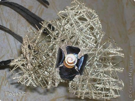 Доброго времени суток! Сделала вот такую ветку орхидеи. МК цветов здесь https://stranamasterov.ru/node/529254. Стебель - проволока обмотанная салфетками. Листья - фактурные обои, крашенные кофе растворимый +ПВА. Кора настоящая, сверху салфетки на ПВА (укрепила). Размер коры 72 см.  фото 4