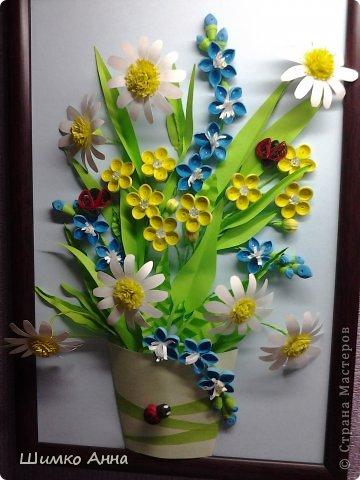 картина делалась на конкурс весны. идея не моя а прекрасной мастерицы Ольги Ольшак. все цветы держатся на клею и проволке.  я не копировала полностью работу, мне захотелось чего-то добавить своего. работа заняла 1 место и понравилась всем. но было одно но...  мне сказали что цветы сорваны, а смысл должен оберегать весенние цветы. мне предложили в место вазы сделать руки, но я отказалась, ведь это портит весь букет... решила сама себе я)))     фото 1