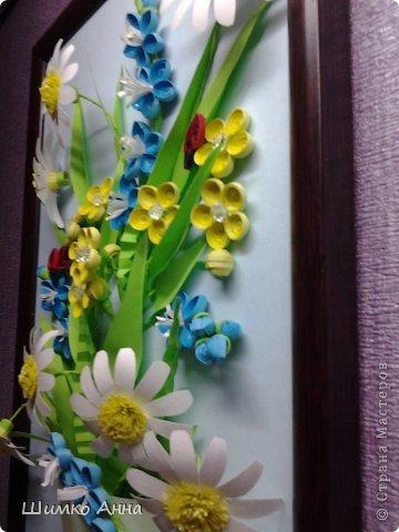 картина делалась на конкурс весны. идея не моя а прекрасной мастерицы Ольги Ольшак. все цветы держатся на клею и проволке.  я не копировала полностью работу, мне захотелось чего-то добавить своего. работа заняла 1 место и понравилась всем. но было одно но...  мне сказали что цветы сорваны, а смысл должен оберегать весенние цветы. мне предложили в место вазы сделать руки, но я отказалась, ведь это портит весь букет... решила сама себе я)))     фото 2