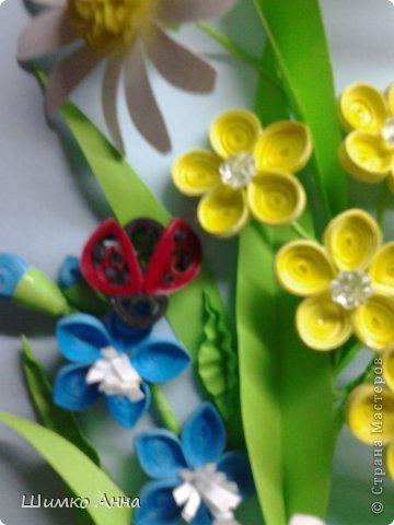 картина делалась на конкурс весны. идея не моя а прекрасной мастерицы Ольги Ольшак. все цветы держатся на клею и проволке.  я не копировала полностью работу, мне захотелось чего-то добавить своего. работа заняла 1 место и понравилась всем. но было одно но...  мне сказали что цветы сорваны, а смысл должен оберегать весенние цветы. мне предложили в место вазы сделать руки, но я отказалась, ведь это портит весь букет... решила сама себе я)))     фото 3