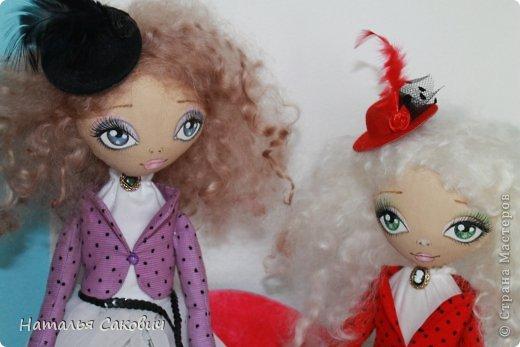 Девочки, зимой я активно шила куколок, хочу вам показать их. Это еще не вся их часть. Ростиком куколки 41 см, сшиты из бязи и тонированны кофем. Роспись лица акриловыми красками и пастель. Волосы у некоторых овечья шерсть, которую я сама мыла и красила , а у других искуственные волосы.   фото 7