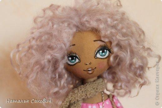 Девочки, зимой я активно шила куколок, хочу вам показать их. Это еще не вся их часть. Ростиком куколки 41 см, сшиты из бязи и тонированны кофем. Роспись лица акриловыми красками и пастель. Волосы у некоторых овечья шерсть, которую я сама мыла и красила , а у других искуственные волосы.   фото 20