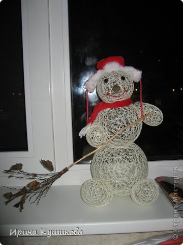 Наш снеговик из ниток. Новогодняя поделка дочке в детский садик. фото 1