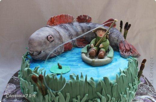 Рыбак на озере. Мастика покупная и из маршмеллоу. Краски пищевые фото 1