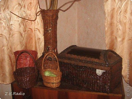 Красила готовые изделия гуашью, потом мебельным лаком. Ваза  -сразу колерованым  акриловым лаком под дуб 3 раза. Где получились косяки на вазе, пришлось декорировать веткой с листьями из кожи. фото 1