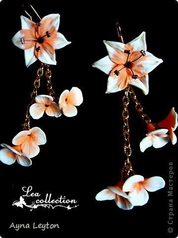 """Серьги """"Малиновые сны""""  Утонченные малиновые и белые лютики со стразами Swarovski и стеклянными бусинами. Сочные цвета для солнечного лета. фото 3"""
