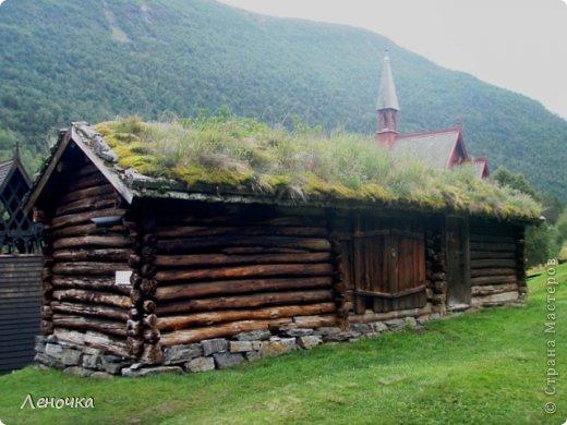Давно я не создавала записей. Сегодня разбирала фотографии и решила с вами поделиться частью истории. Отправимся мы с вами в Норвегию к знаменитой ставкирке.  Она значится как одно из самых уникальных и красивых деревянных зданий мира.    Ставкирка в Боргунне, Норвегия, или иначе — в Боргунде, одна из самых древних сохранившихся каркасных церквей. Всего в Норвегии было построено более 1500 ставкирок, до сегодняшнего дня в разной степени сохранности дожили только 28. фото 16