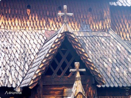 Давно я не создавала записей. Сегодня разбирала фотографии и решила с вами поделиться частью истории. Отправимся мы с вами в Норвегию к знаменитой ставкирке.  Она значится как одно из самых уникальных и красивых деревянных зданий мира.    Ставкирка в Боргунне, Норвегия, или иначе — в Боргунде, одна из самых древних сохранившихся каркасных церквей. Всего в Норвегии было построено более 1500 ставкирок, до сегодняшнего дня в разной степени сохранности дожили только 28. фото 13