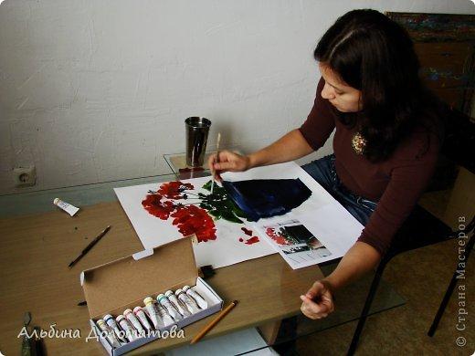Моя первая работа в такой технике. За основу рисунка взята фотография цветка. Предварительно лист бумаги смачивается водой с помощью широкой кисти.  фото 2
