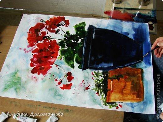 Моя первая работа в такой технике. За основу рисунка взята фотография цветка. Предварительно лист бумаги смачивается водой с помощью широкой кисти.  фото 4