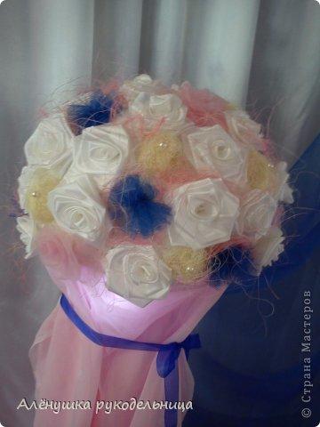 цветовая гамма и бабочки-заказ невесты.было интересно работать с этим заказом.и молодожёны очень красивые и букет невесты стильный.желаю этой замечательной паре жить в согласии и любви! фото 3