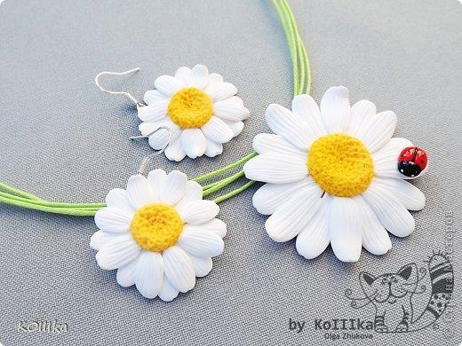 Цветы из полимерной глины в украшениях фото 2