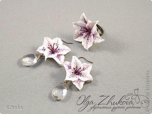 Цветы из полимерной глины в украшениях фото 12