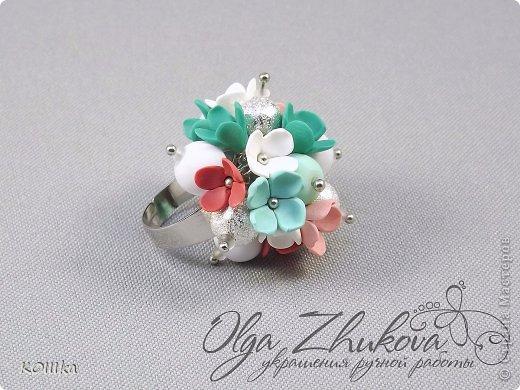 Цветы из полимерной глины в украшениях фото 13