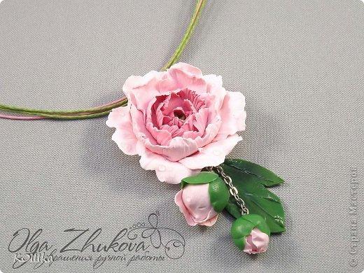 Цветы из полимерной глины в украшениях фото 15