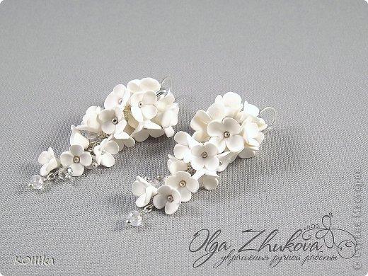 Цветы из полимерной глины в украшениях фото 16