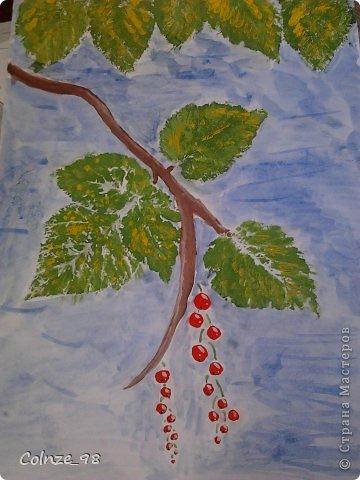 Листья, я рисовала конечно же не сама) Я взяла настоящие листья, и покрасила их в зелёный цвет.) А потом отпечатала на бумаге) И в конце добавила ещё жёлтой краски, чтоб смотрелось красивее))