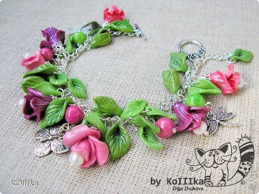 Цветы из полимерной глины в украшениях фото 8