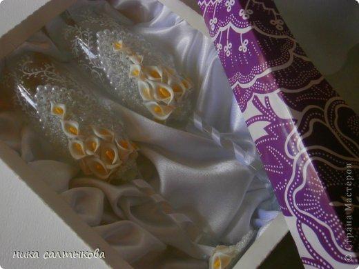 Давно я не дкорировала свадебные бокалы, немножко даже соскучилась))). Заказали с каллами под букет невесты. Цветочки вылепила из Модерн-клай, покрыла их матовым лаком для водостойкости. фото 6